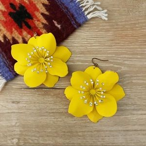 H&M flower statement earrings 🌼🌼
